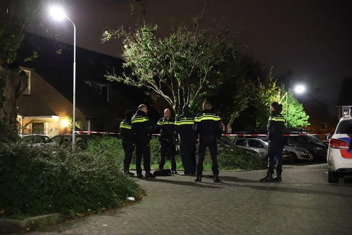 Er was veel politie op de been bij de woning in Tiel.