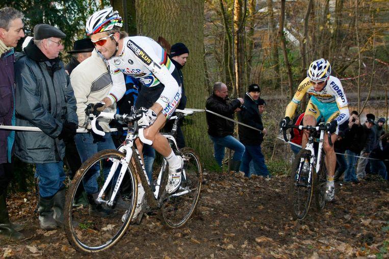 Niels Albert rijdt Kevin Pauwels uit het wiel. Beeld UNKNOWN