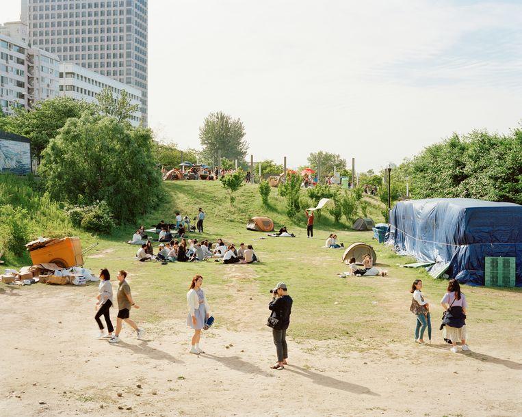 Het Hangang-park in Seoel. Wandelen, fietsen of gewoon luieren zonder verkeerslawaai. Beeld Seunggu Kim/INSTITUTE