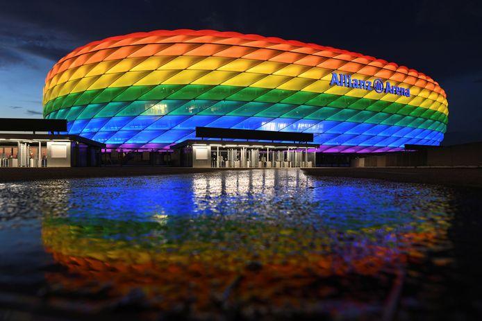 De Allianz Arena mocht van de UEFA niet in de regenboogkleuren gehuld worden.
