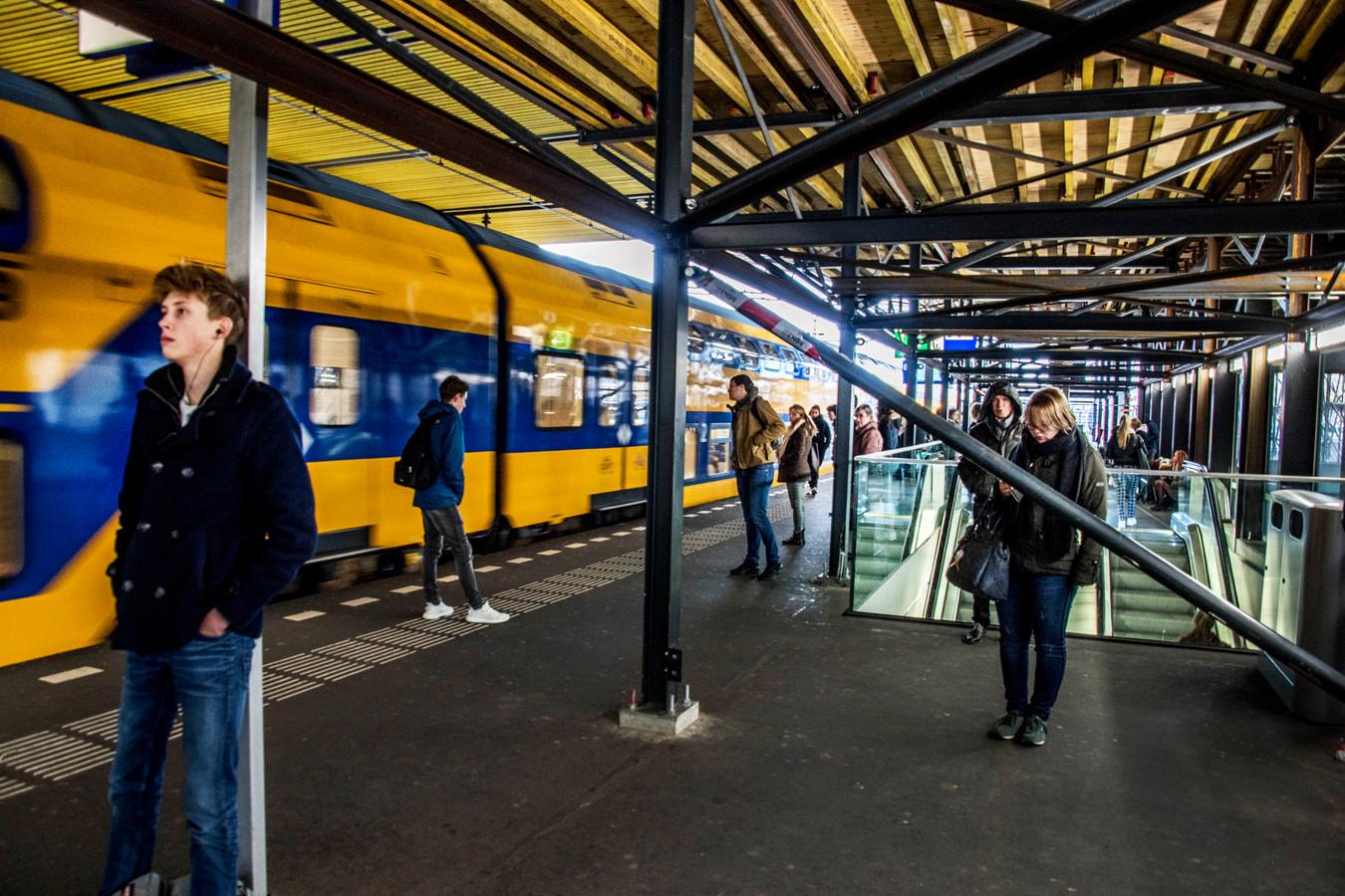 NS Station Tilburg opknappen, gepaard met ongemak voor reizigers
