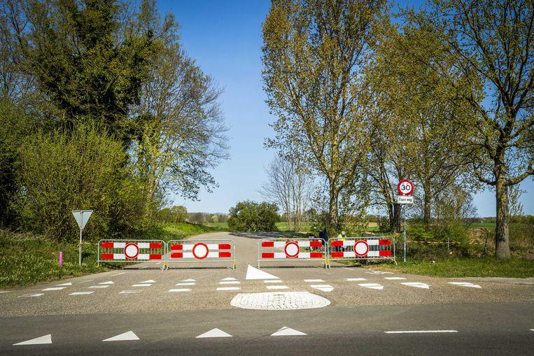 Verschillende gebieden, zoals het Zuid-Limburgse heuvelland, zijn  afgesloten voor dagtoeristen. Met de maatregel wil de veiligheidsregio voorkomen dat grote groepen mensen bij elkaar komen en zodoende het coronavirus verspreiden.  Beeld ANP