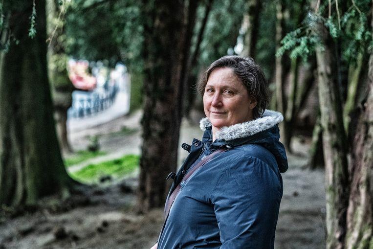 Sandrine Loix, weduwe van luitenant Thierry Lotin, een van de tien Belgische blauwhelmen die tijdens het begin van de Rwandese genocide zijn vermoord, dit weekend 25 jaar geleden. Beeld Tim Dirven