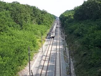 200 treinreizigers anderhalf uur vast door problemen met bovenleiding