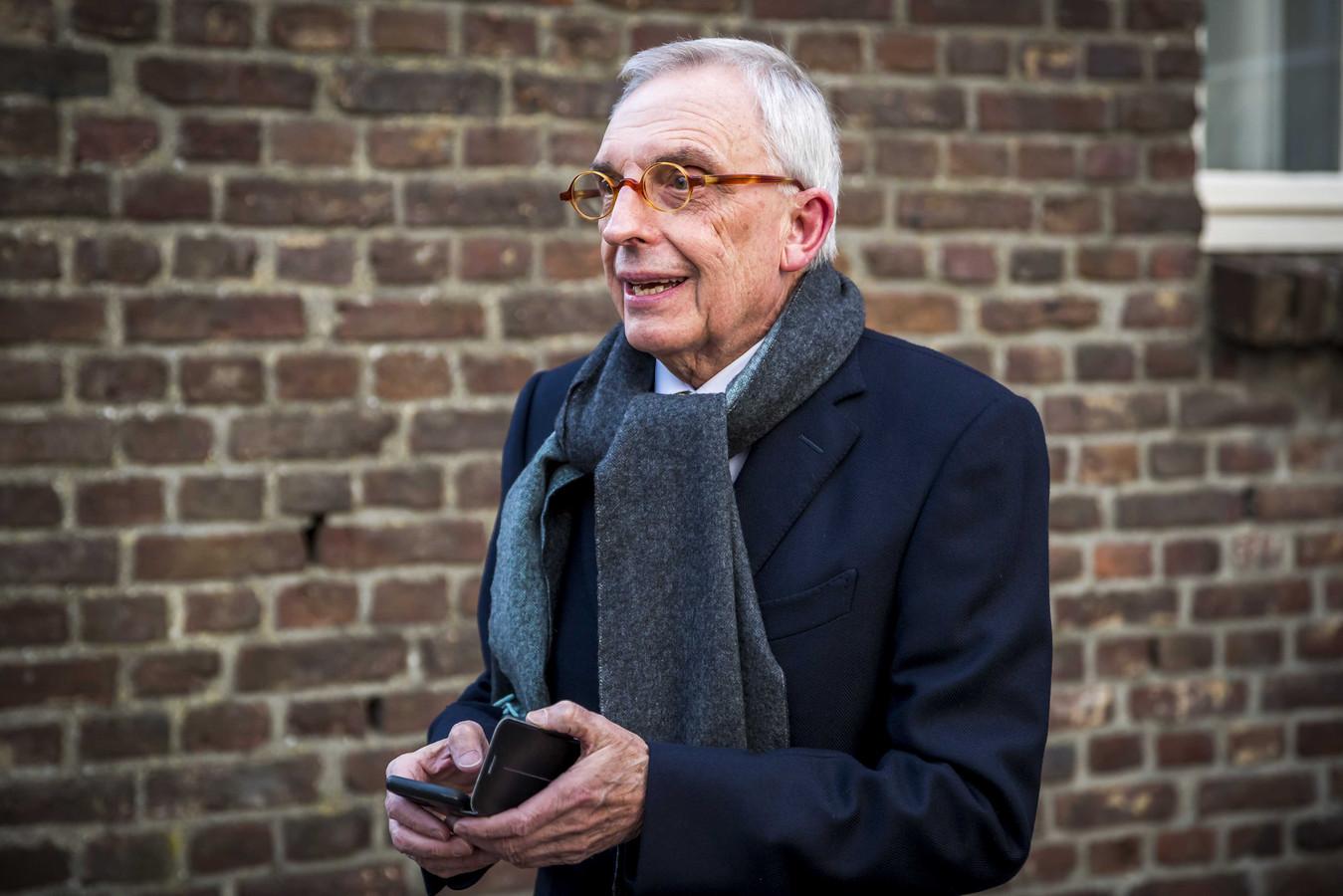 Een Limburgse ondernemer wil dat het boek van Jos van Rey uit de handel wordt genomen.