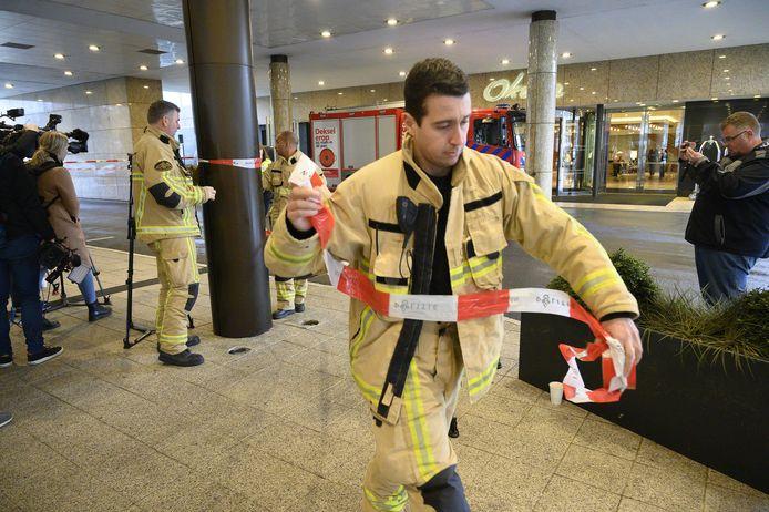 Bij hotel Okura in de Ferdinand Bolstraat werd ook een bombrief is bezorgd.