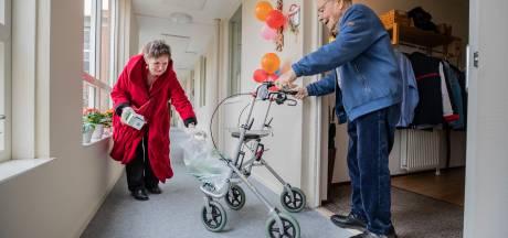Buurtconciërge Erna bekommert zich om de geïsoleerde ouderen in aanleunwoninkjes