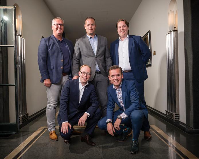 Beoogde wethouders (staande) Arjan Kampman, Niels van den Berg, Jeroen Diepemaat, ( hurkend) Eelco Eerenberg en Jurgen van Houdt.