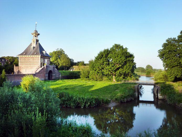 Zicht op de Dalempoort vanaf de vestingswal: vestingstad Gorinchem is volgens de ANWB de mooiste van het land.
