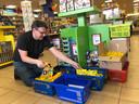 Met goodiebags wil Anton Hopmans woensdag zijn kleinste klanten verrassen in de speelgoedwinkel.