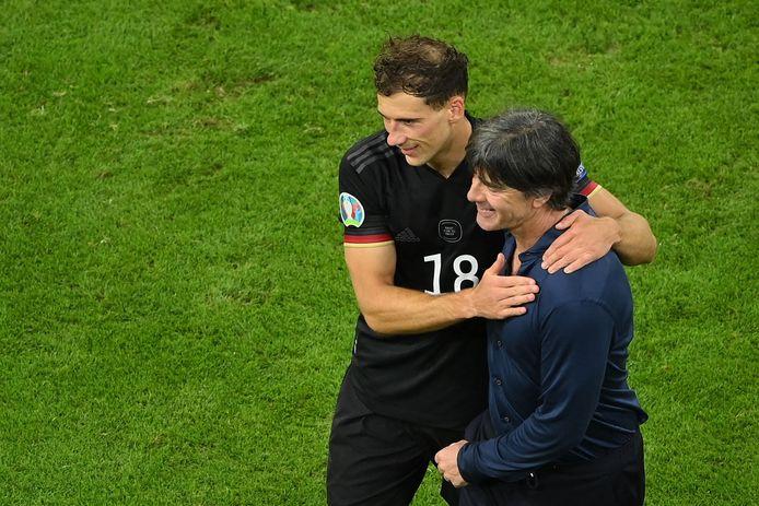 Leon Goretzka (l) redde een pijnlijke aftocht van bondscoach Joachim Löw.