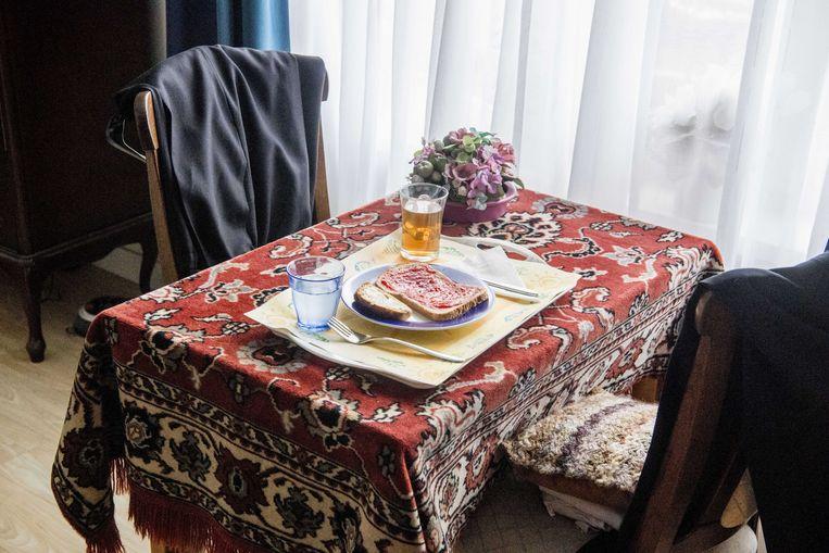 Een maaltijd staat klaar voor een oudere in een verzorgingstehuis. Beeld ANP