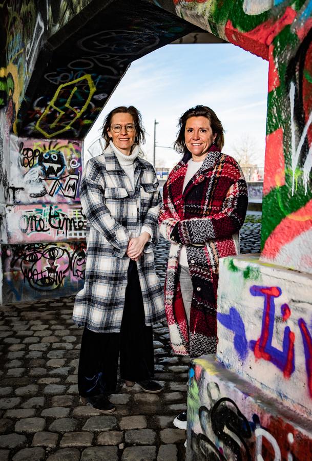 """Sara Vercauteren (l.) en Heidi De Pauw: """"We hebben er bewust voor gekozen om onze open brief niet voor te leggen aan virologen of politici. We willen niemand in verlegenheid brengen."""""""