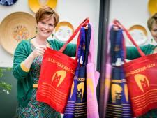 Blij-makers-tassen uit Almelo gaan als lopend vuurtje door Nederland: 'Keten van blijdschap'