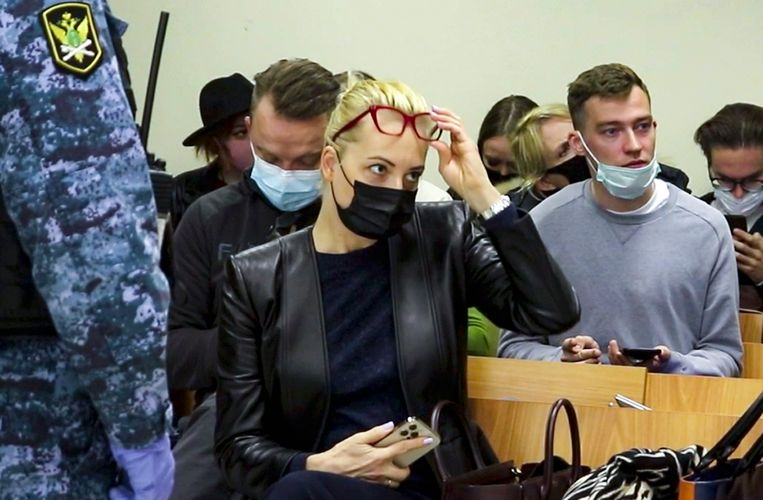 Navalny's vrouw Julia in de rechtszaal in Moskou.  Beeld AP