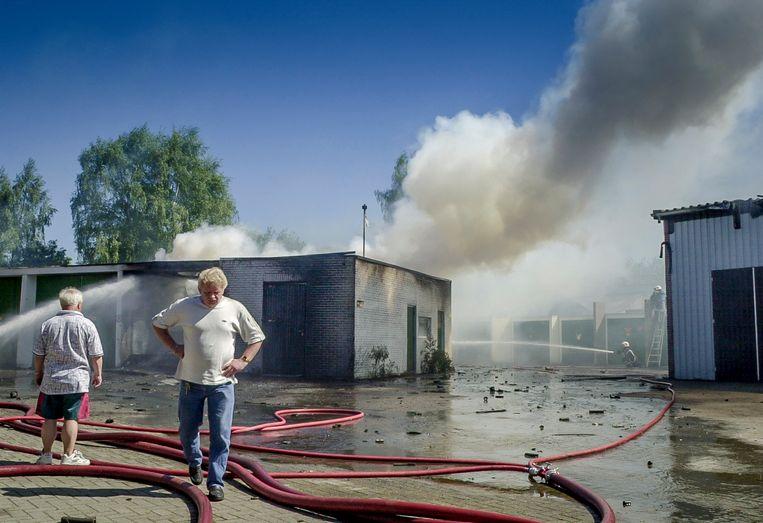 Willie Pater op het terrein van S.E. Fireworks, kort voor de fatale explosie.De Beeld Reinier van Willigen
