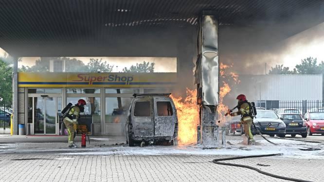 Tankstation in Dronten vliegt in brand, omstander filmt explosie: 'Nee joh!'