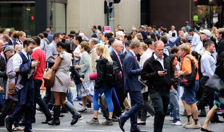 Mannen moeten er op straat zo saai en anoniem mogelijk uitzien, zo lijkt het wel. Beeld ThinkStock