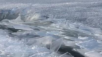 Bijzonder natuurfenomeen: ijsscherven stapelen zich op aan meer