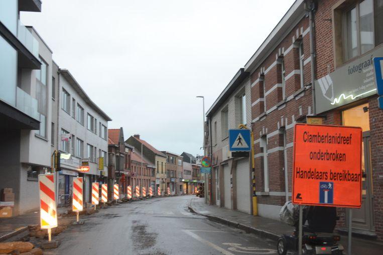 De winkel op het Yzerhand in Beveren is voorlopig nog te voet en met de fiets bereikbaar maar alle passage is weggevallen.