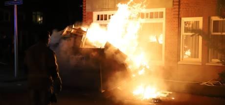 Weer bouwcontainer in de fik: vlammen slaan eruit