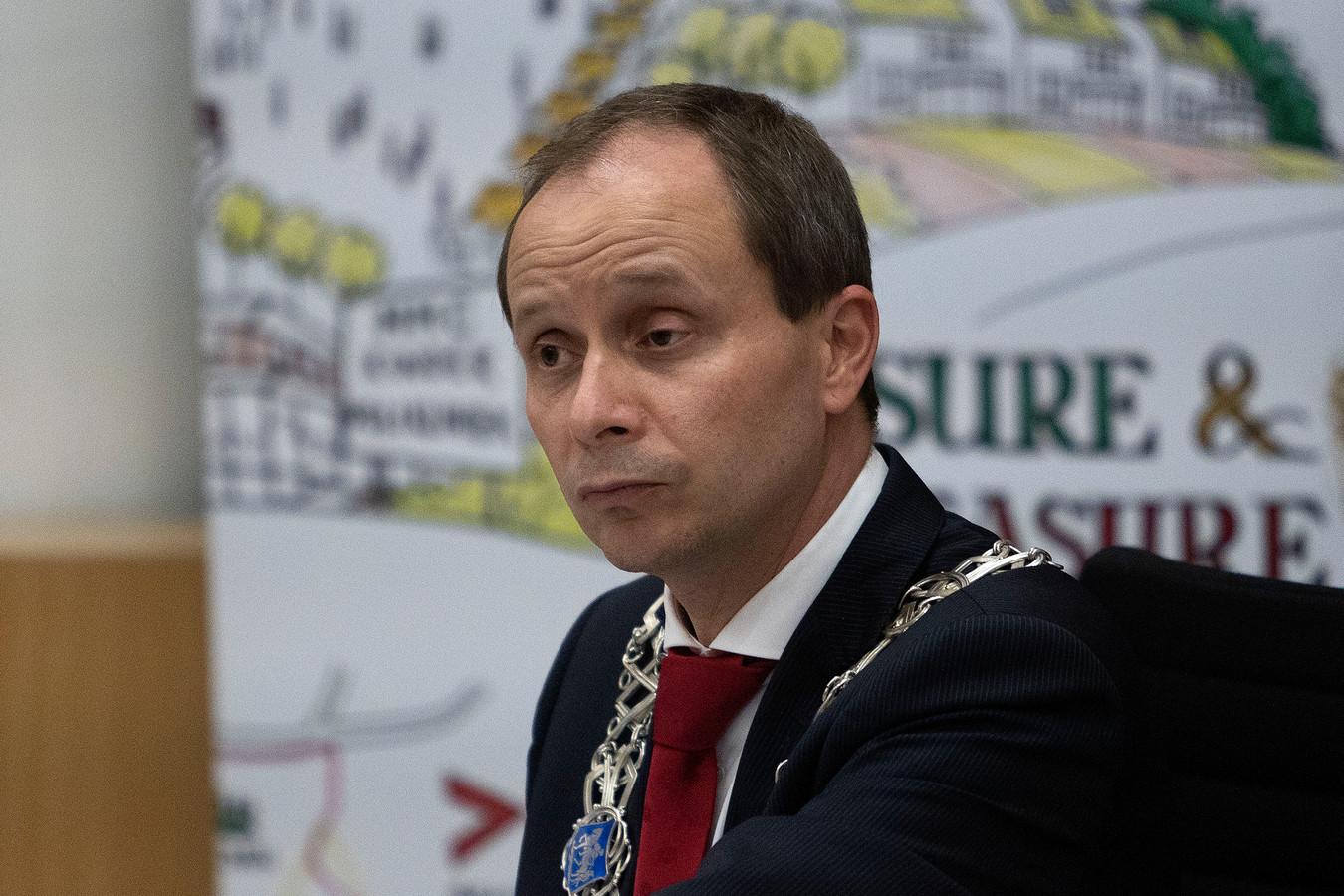 Het optreden van burgemeester Anton Ederveen werd na de hevige rellen van eind januari in onder meer Eindhoven geprezen door de gemeenteraad van Valkenswaard.