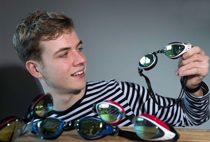 Wessel Grevers met 'zijn' zwembrillen op sterkte.
