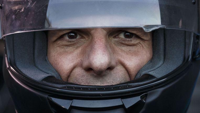 Gianis Varoufakis met zijn helm. Beeld ap