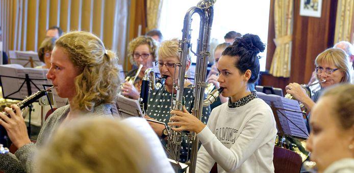 Harmonie Wilhelmina uit Den Dungen trekt jaarlijks zo'n 20.000 euro uit voor de instrumenten.