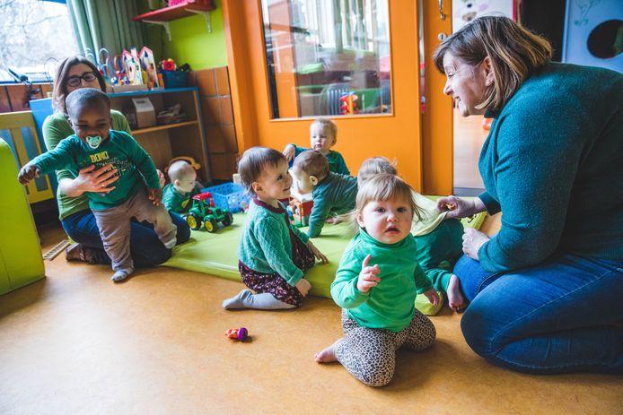 Zelfs de allerkleinsten waren in het groen uitgedost in Jenaplanschool De Kleurdoos.
