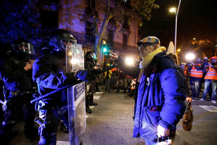 De politie is opnieuw massaal aanwezig. Beeld REUTERS