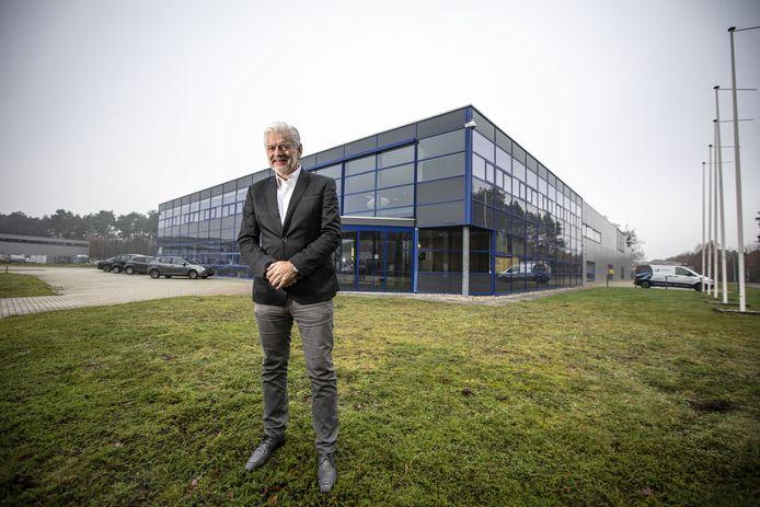 Directeur Rob Spekreijse bij het nieuwe onderkomen van Hoppmann