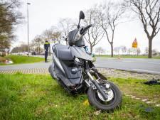Beenletsel voor scooterrijdster bij ongeval in Wezep