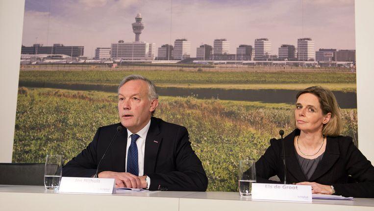 CEO Jos Nijhuis en CFO Els de Groot van de Schiphol Groep Beeld anp