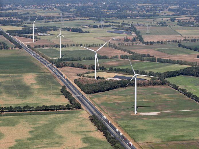 Windmolens langs de A58 in Oirschot.