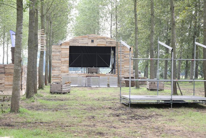 Een podium van 'Boer Zoekt Bier'.