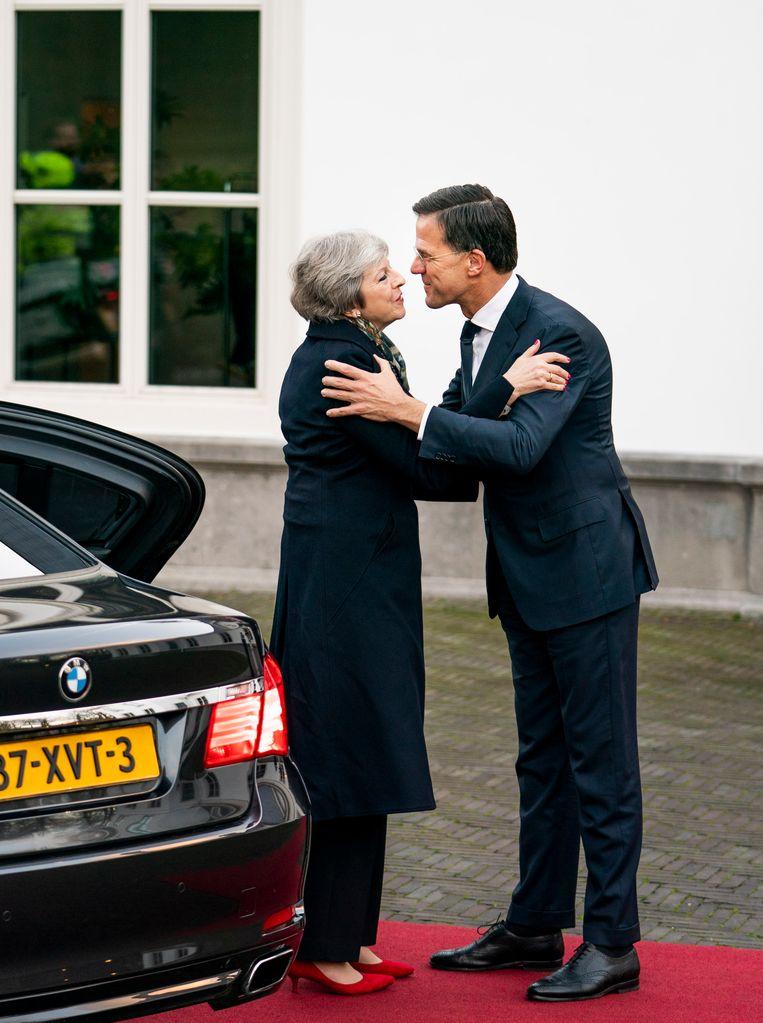 Minister-president Mark Rutte ontvangt zijn Britse ambtsgenoot Theresa May voor een werkontbijt over de brexit op het Catshuis. May wil vooral concessies op het het gebied van de Noord-Ierse grens. Beeld Freek van den Bergh