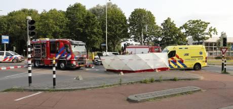 Man (85) komt om bij botsing tussen twee auto's in Roosendaal