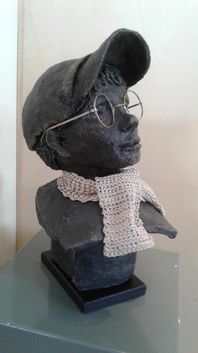 Het beeldje zonder titel van Wilma Webbink was te zien op de expositie Eigen Oogst. Zij is één van de 13 kunstenaars van wie begin volgend jaar werk te zien is bij de expositie Eigen Oogst Uitgelicht.