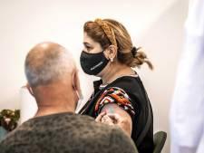 Mobiele prikunit vervangt vaccinatielocatie in sporthal Groot-Ammers