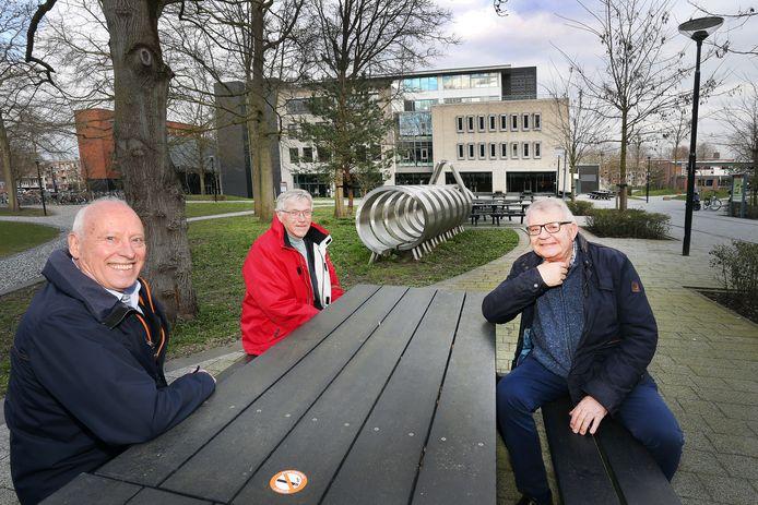 Drie oud-NHTV-collega's, vlnr. Job Zeedzen, Jan Bijleveld en Koert de Jager halen herinneringen op over hun tijd met Giel Venema.