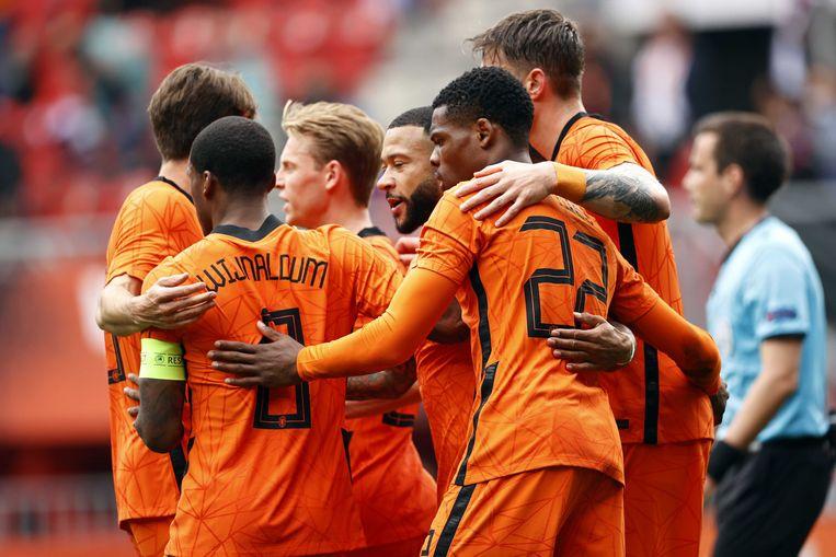 Georginio Wijnaldum, Frenkie de Jong, Memphis Depay, Denzel Dumfries en Wout Weghorst vieren de 1-0 tijdens de vriendschappelijke wedstrijd tussen Nederland en Georgië in Stadion De Grolsch Veste in Enschede. Beeld ANP