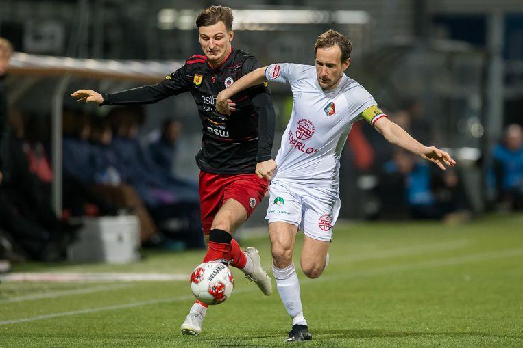 Frank Korpershoef van Telstar in duel met Stijn Meijer van Excelsior. Beeld BSR