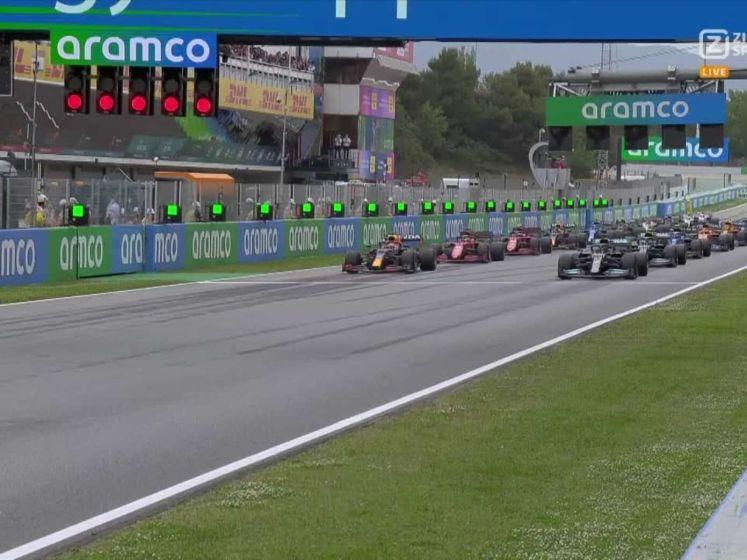 Verstappen pakt Hamilton bij start GP van Spanje