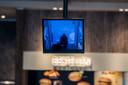 Ook de bewakingscamera in de McDonalds in Enschede legde de verdachten vast.