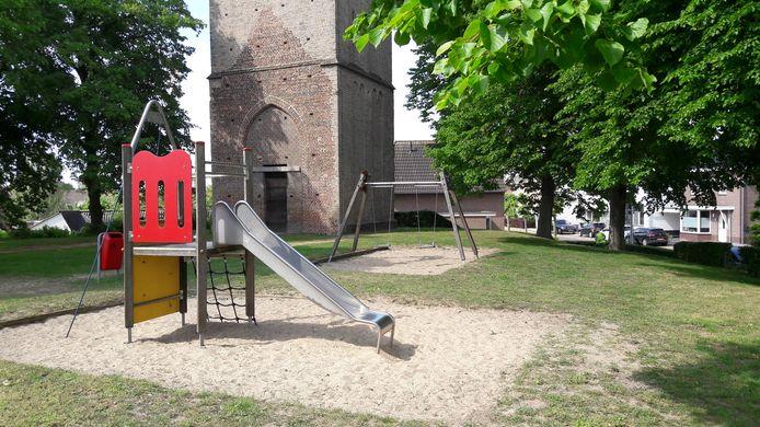 Het speeltuintje naast de oude toren in Puiflijk