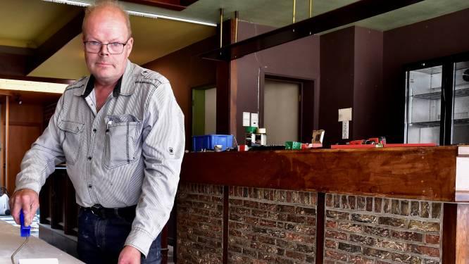 """Ardooise cafébaas dreigt jongeren die coronaregels niet volgen van zijn terras te weren: """"Dit is hun allerlaatste kans"""""""