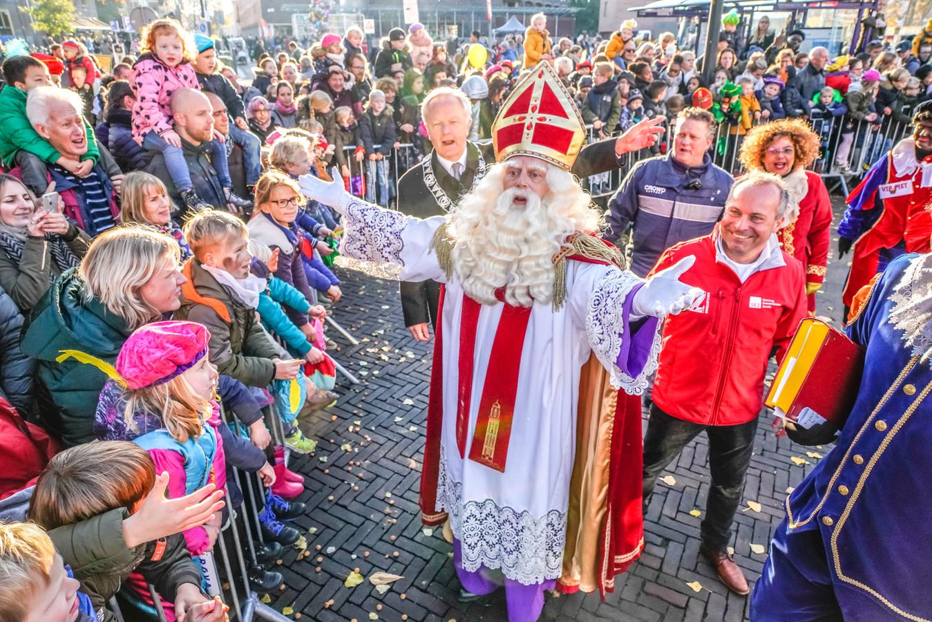 Sinterklaas bij de intocht vorig jaar. Zaterdag komt hij weer aan in de Zwolse binnenstad, een week later volgen intochten in zes wijken.