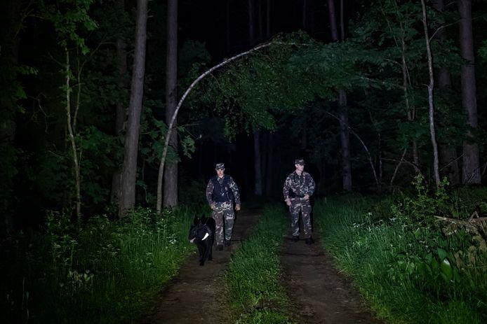 De Litouwse grenscontrole patrouilleert langs de grens met Belarus.