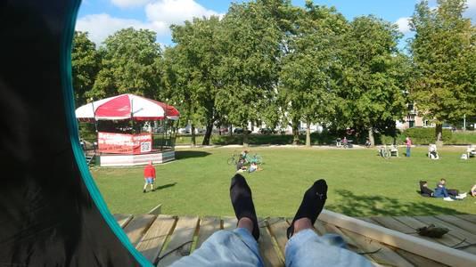 Ime Dekker in zijn tentje in park Lepelenburg